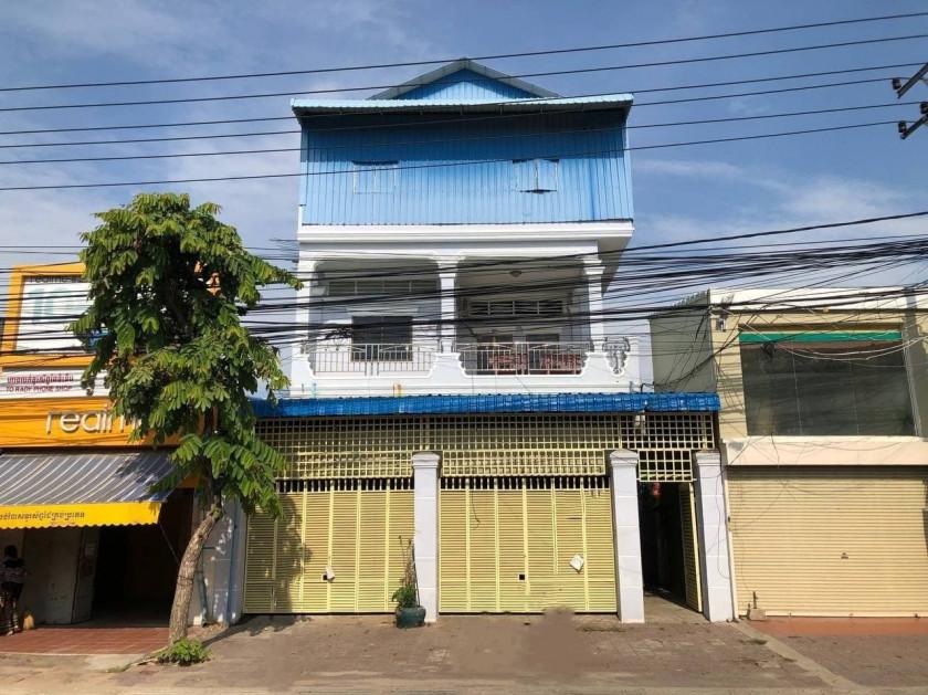Shophouse At Chak Angrae Kroam