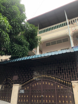 Whole Flat Toul Svay Prey I, St. 384 Flat in Phnom Penh