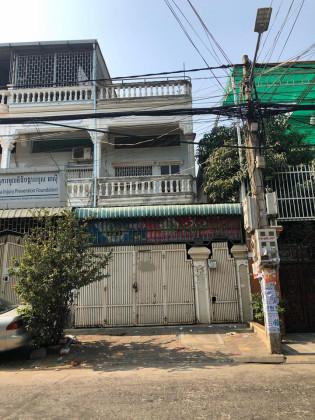 Whole Flat Near Oulampik Market Flat in Phnom Penh