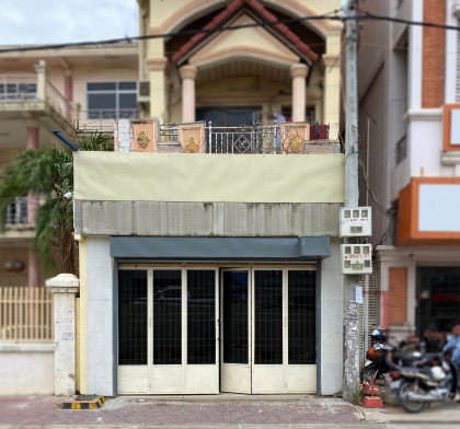 Shophouse St 110 At Tuek Thla Flat in Phnom Penh