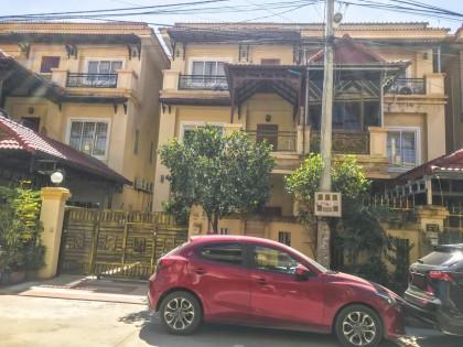 ផ្ទះវីឡានៅជិតវត្តសំរោងអណ្ដែត Villa in Phnom Penh