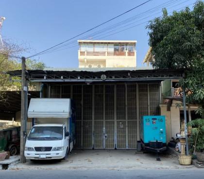 Shophouse  Around Toul Kork Flat in Phnom Penh