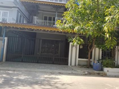 វីឡានៅច្រាំងចំរេះ២ Villa in Phnom Penh