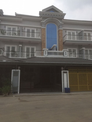 វីឡានៅវិមានភ្នំពេញ Villa in Phnom Penh