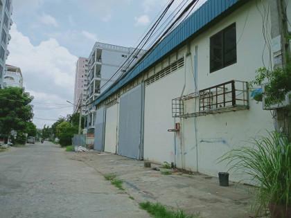 Warehouse At Doeum Thkov Market Warehouse in Phnom Penh
