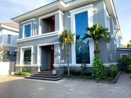 វីឡាបុរីអង្គរភ្នំពេញ Villa in Phnom Penh