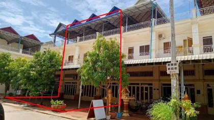 ផ្ទះ៣ល្វែងនៅផ្លូវសម្ដេចជាស៊ីមព្រែកលៀប Flat in Phnom Penh