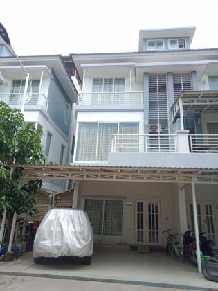 ផ្ទះវីឡាកូនកាត់សម្រាប់ជួលនៅបុរីប៉េងហួតស្ទឹងមានជ័យ Villa in Phnom Penh