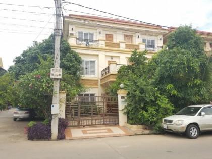 វិឡានៅផ្លូវកែងក្នុងបូរីពិភពថ្មីសែនសុខ Villa in Phnom Penh