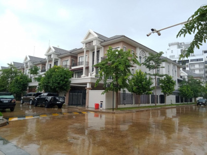 ផ្ទះវីឡានៅបុរីប៉េងហួត 60m Villa in Phnom Penh