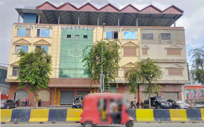 C-118-COMMERCIAL BUILDING ALONG MONIVONG BLVD. Building in Phnom Penh