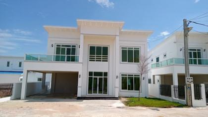 វីឡាទោលនៅបូរីម៉នដានី Villa in Phnom Penh