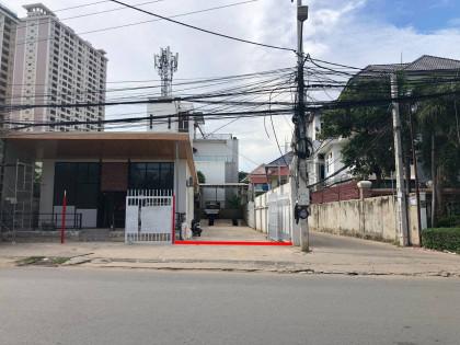 កន្លែងលាងឡានជួលនៅជ្រោយចង្វា Warehouse in Phnom Penh