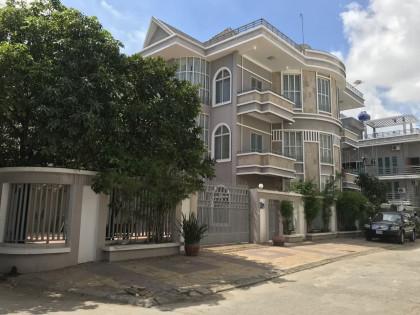 វីឡានៅជិតពោចិនតុង Villa in Phnom Penh