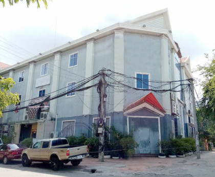 C-125-COMMERCIAL BUILDING ON SISOWAT QUAY Building in Phnom Penh