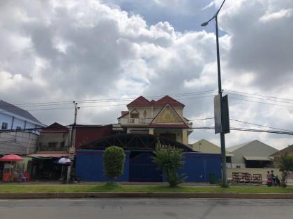 វិឡាទោលនៅជិតព្រែកលៀប Villa in Phnom Penh