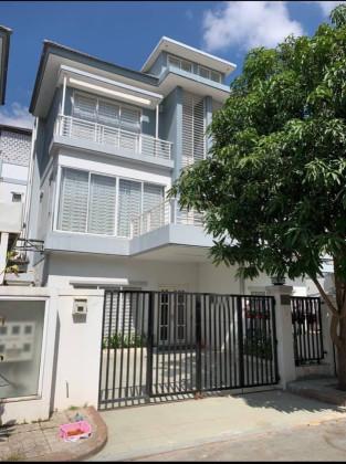 ផ្ទះវីឡានៅបុរីប៉េងហួតស្ទឹងមានជ័យ Villa in Phnom Penh
