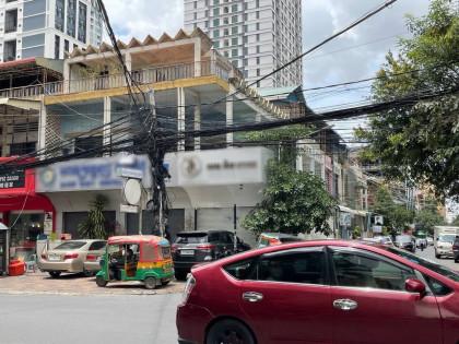 ផ្ទះអាជីវកម្មកែងបីល្វែងនៅបឹងកេងកង Flat in Phnom Penh